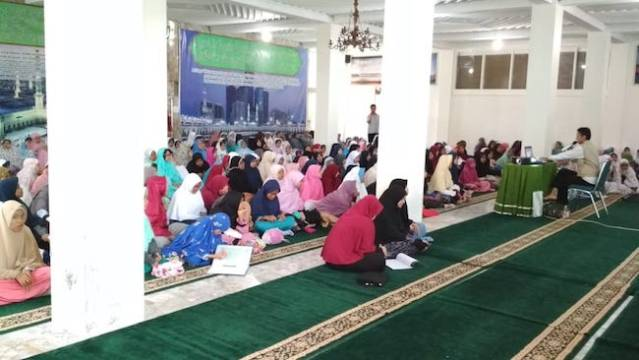 Presentasi Fenomena langit malam di Masjid An Nur. Kredit foto: Diniyyah Science Center