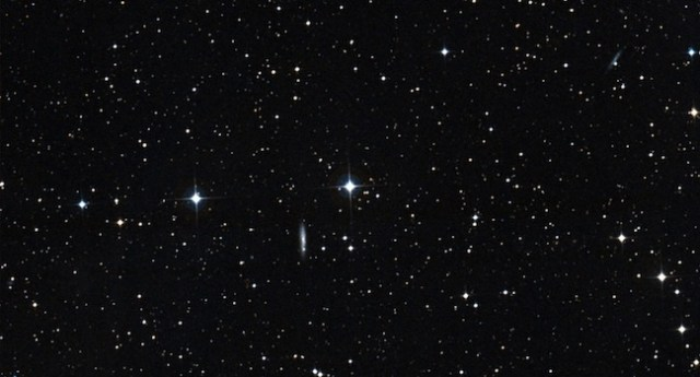 Bintang HD 186302, kandidat saudara kembar Matahari yang terbentuk di gugus yang sama. Kredit: Aladin/Digitized Sky Survey