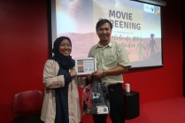 Bersama Agus Fany Chandra Wijaya pemateri dalam Movie Screening. Kredit: Cakrawala UPI