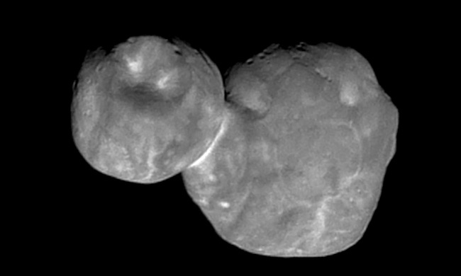 Ultima Thule yang dipotret dari jarak 6700 km. Kredit: NASA/Johns Hopkins University Applied Physics Laboratory/Southwest Research Institute