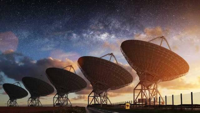 Teleskop radio untuk mencari kehidupan cerdas (SETI). Kredit: Evolving Science