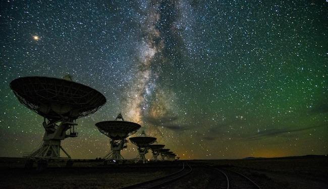Teleskop radio mencari kemungkinan kehidupan cerdas. Kredit: Metro.co.uk
