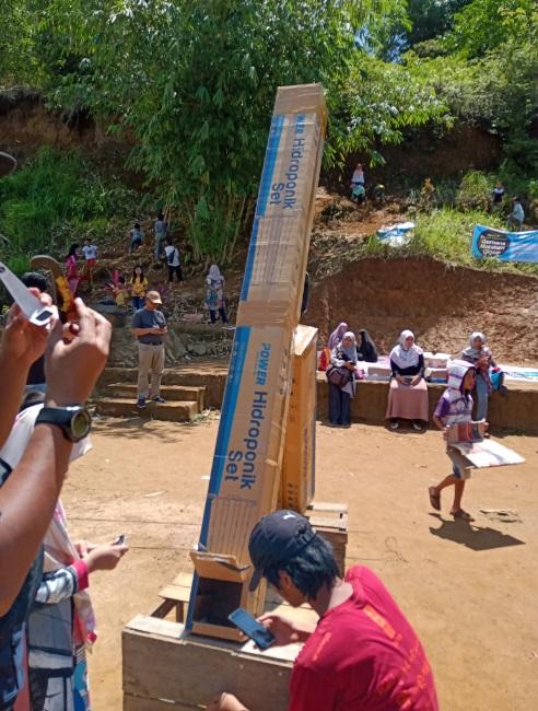 Gambar 8. Pengamatan dengan pinhole camera. Kredit: AldinoAB
