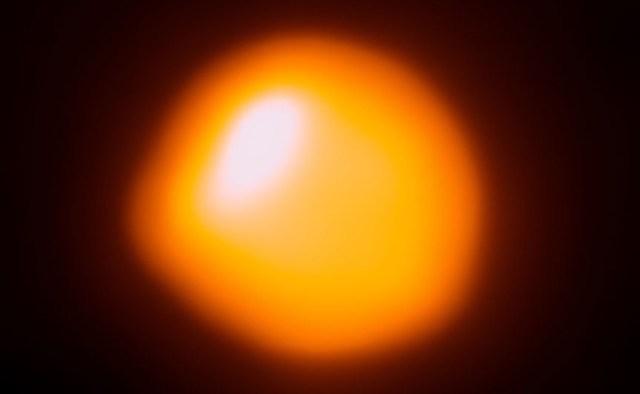 Betelgeuse. Kredit: ALMA (ESO / NAOJ / NRAO) / E. O'Gorman / P. Kervella