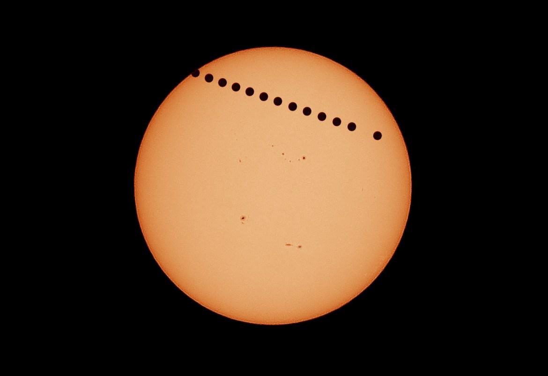 Gambar 5. Transit Venus pada tanggal 6 Juni 2012, difoto oleh Muhammad Rayhan. Klik pada gambar untuk memperbesar. Sumber: Muhammad Rayhan.