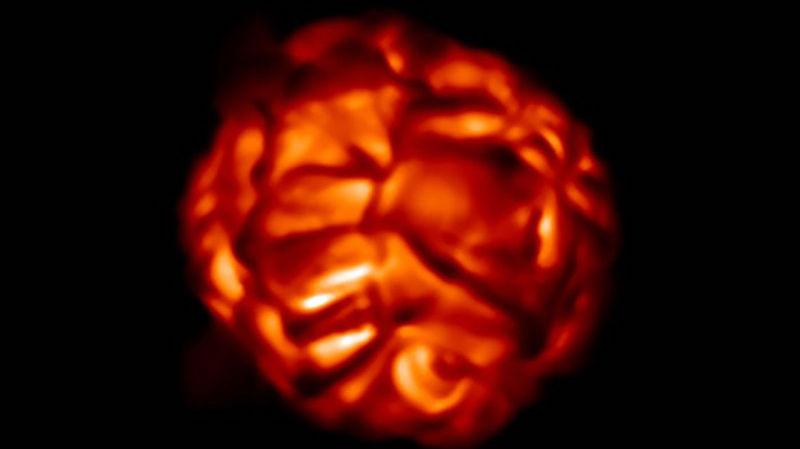 Simulasi granula yang terbentuk di permukaan bintang raksasa merah. Kredit: Bernd Freytag
