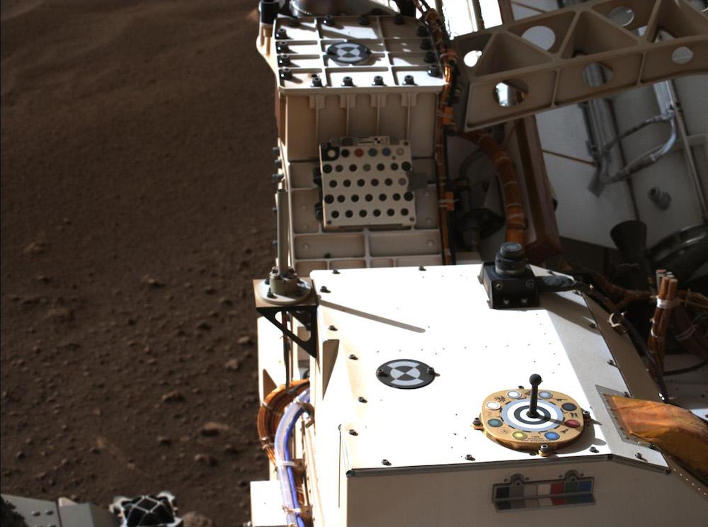 Mastcam-Z memotret target kalibrasi. Kredit: NASA/JPL-Caltech/ASU/MSSS/NBI-UCPH