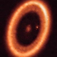 Cikal Bakal Exobulan dalam Piringan Debu Exoplanet