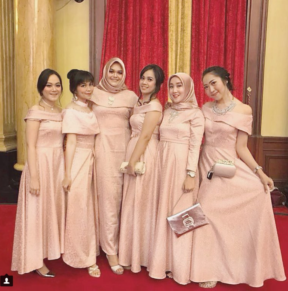 Dress peach untuk bridesmaid