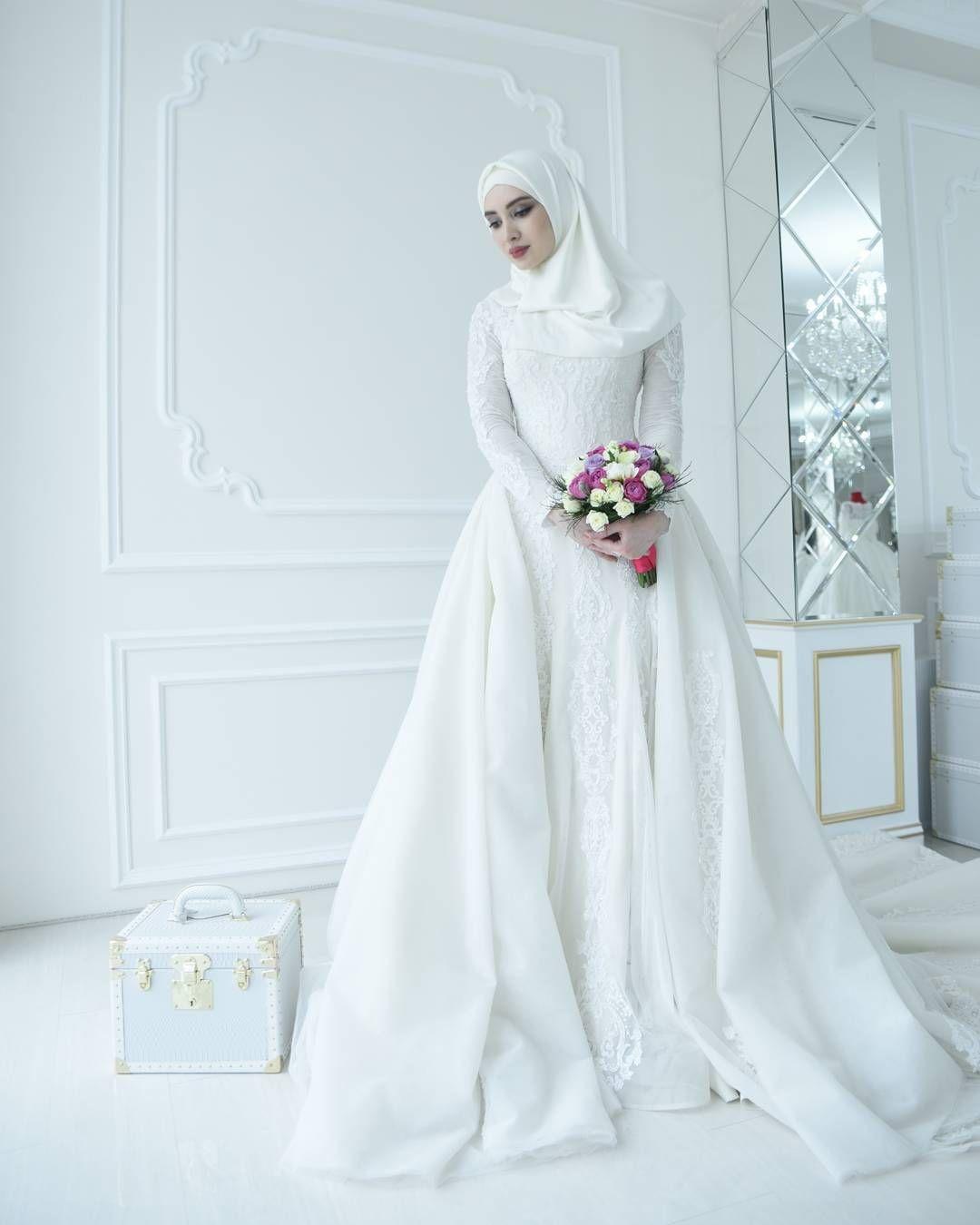 Gaun putih anggun