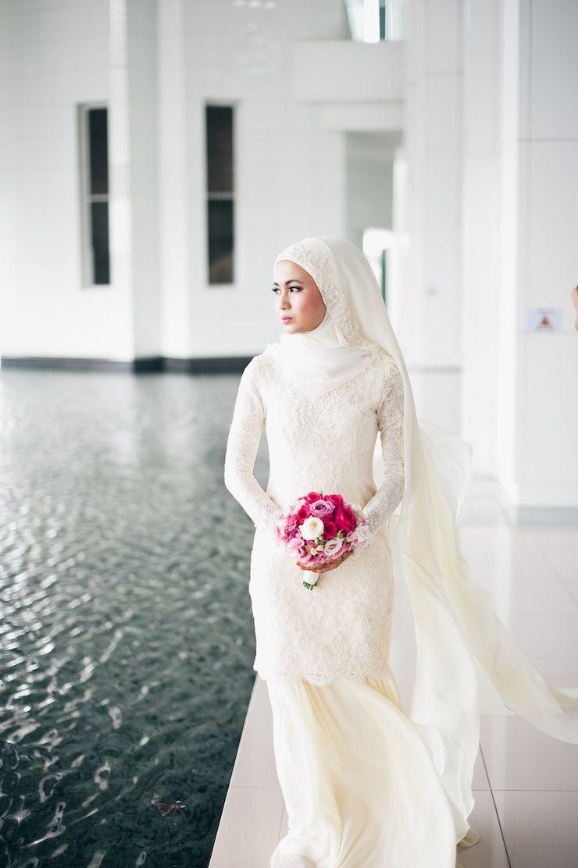Gaun putih panjang