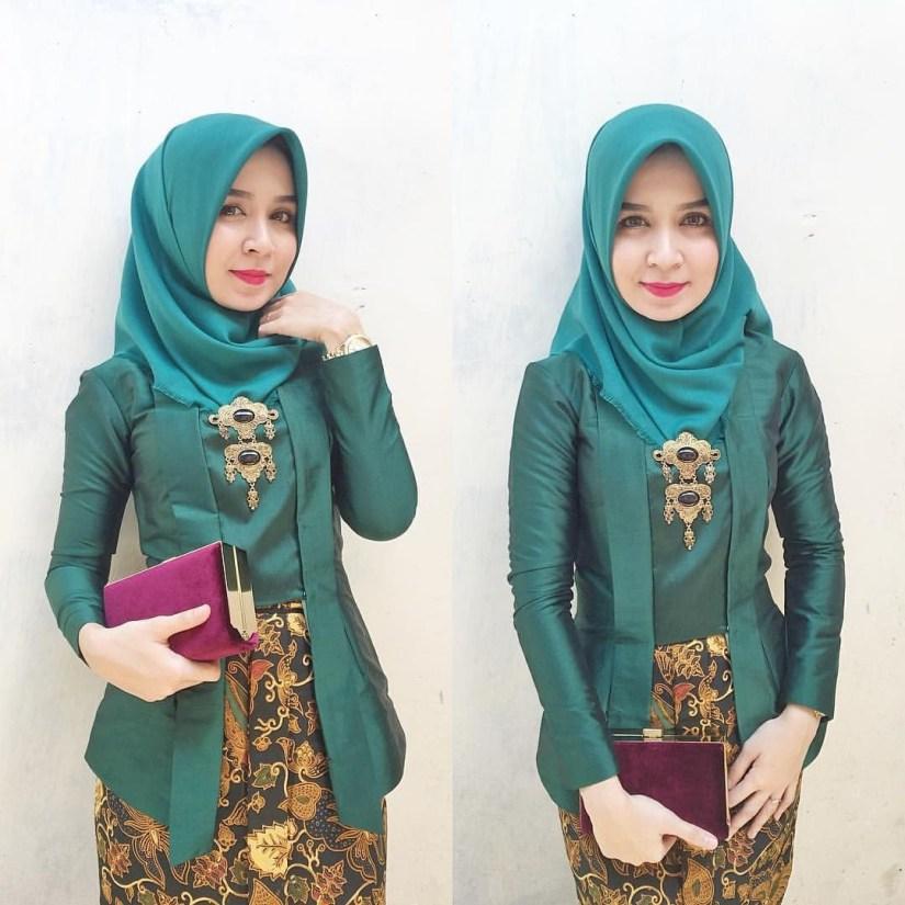 Kebaya kutu baru hijab cantik dengan warna hijau