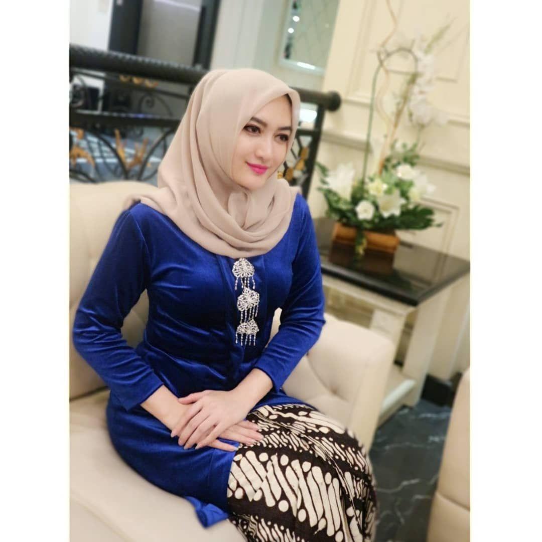 Kebaya kutu baru hijab dari bahan beludru