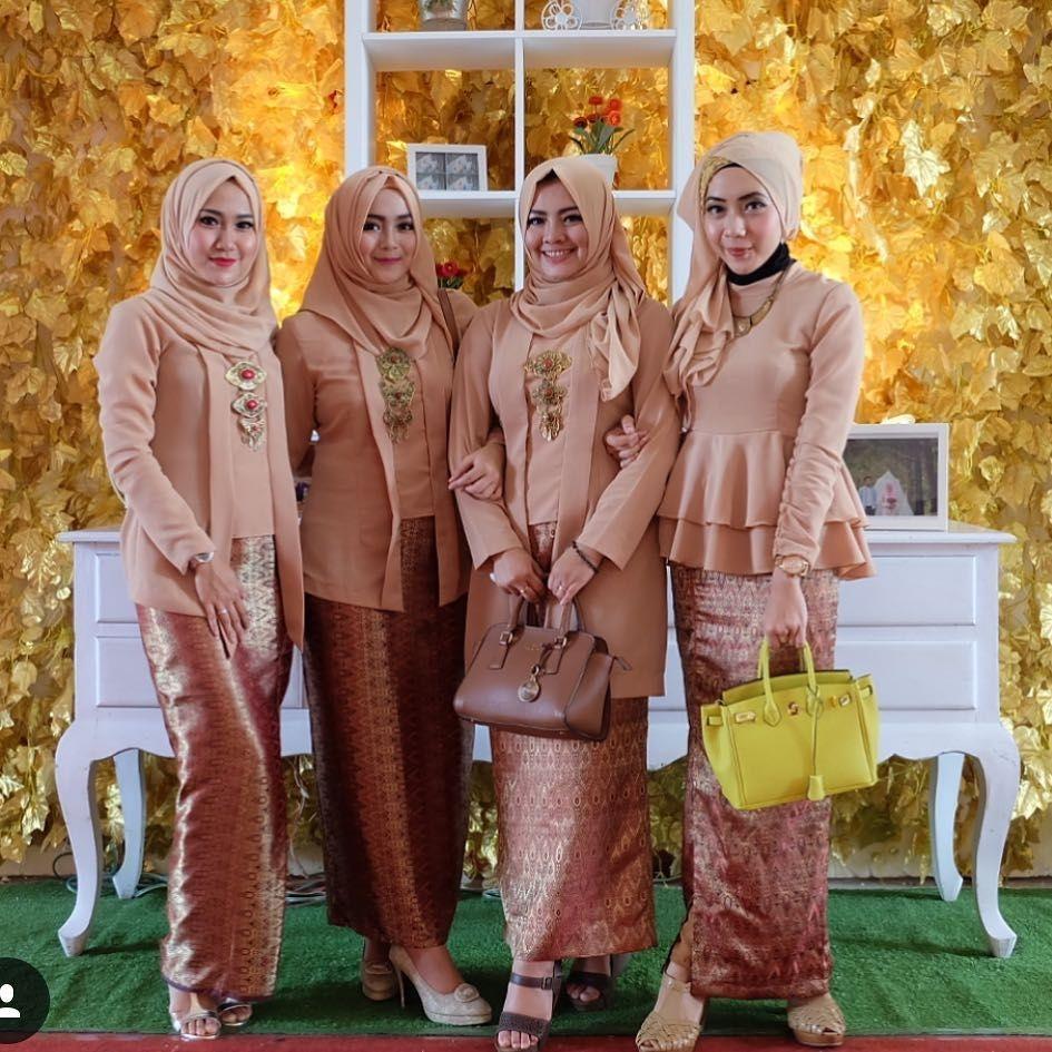 Kebaya kutu baru hijab dengan warna yang kekinian