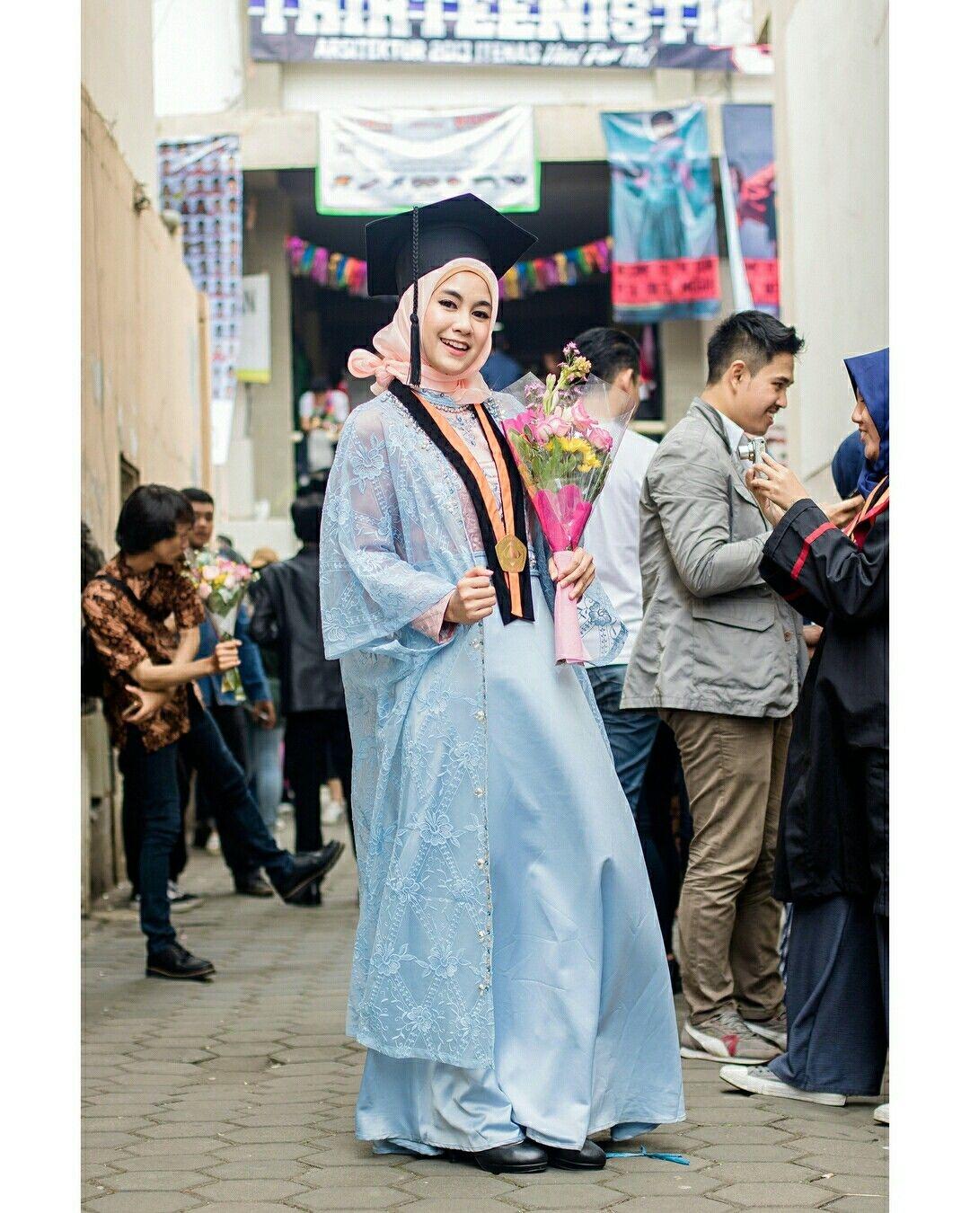 kebaya wisuda modern hijab dengan dress dan long outer