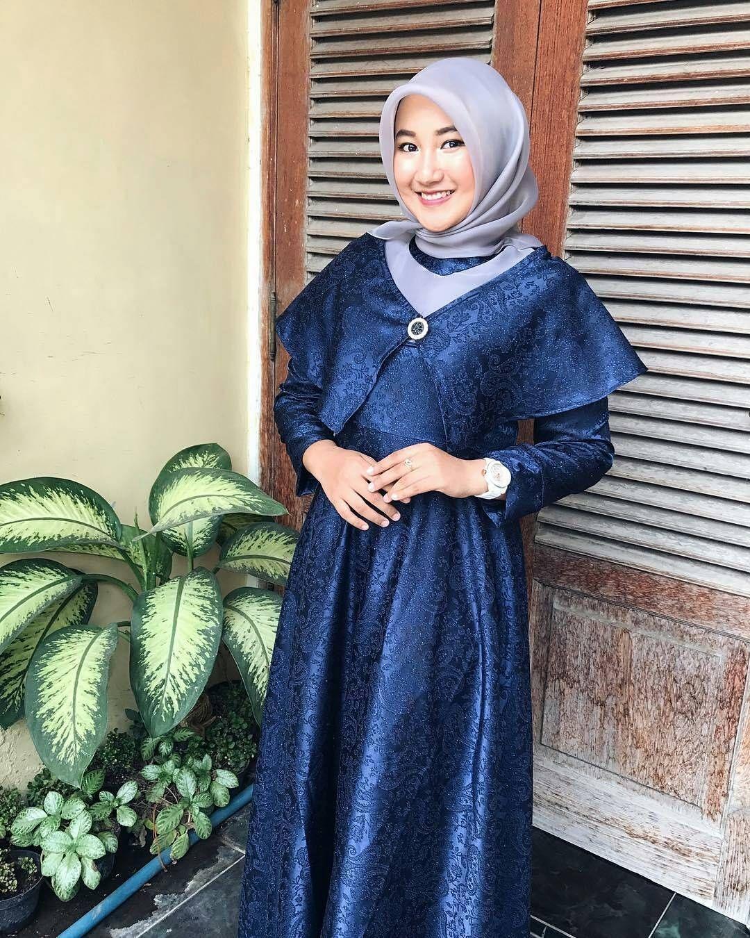 kebaya wisuda modern hijab dengan dress yang modis