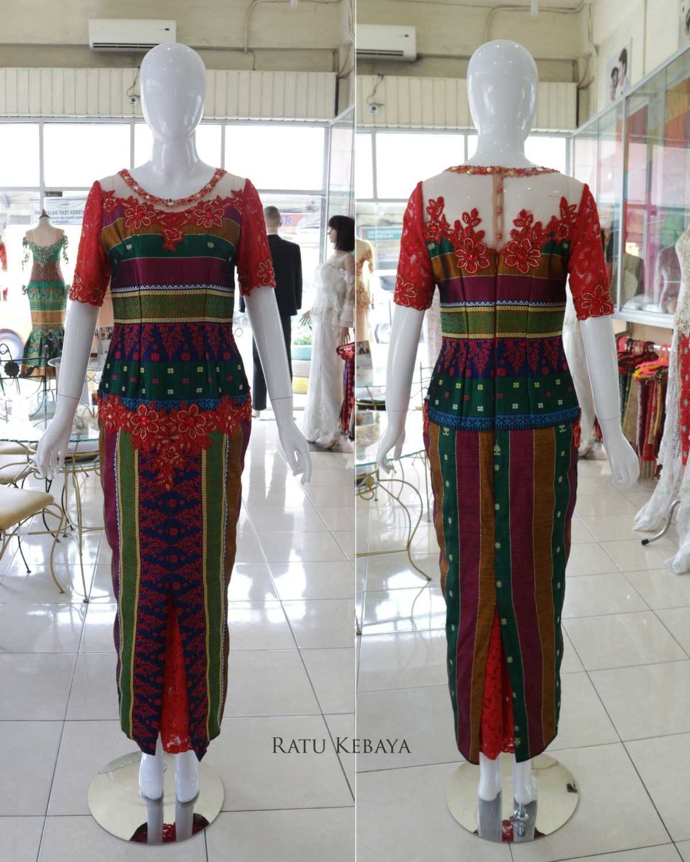 Outfit kondangan pepaduan merah dan hijau