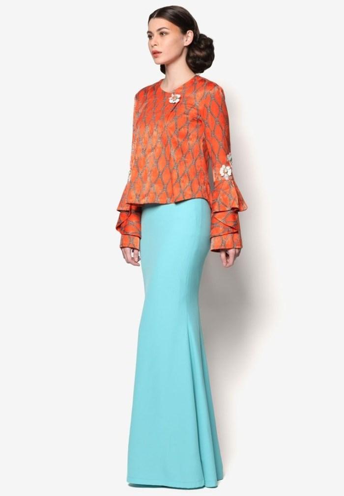 Perpaduan warna orange dan biru muda