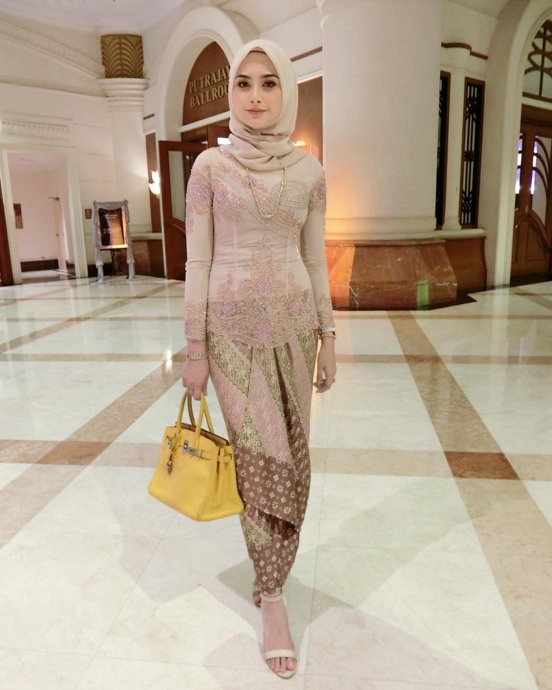 pin wahyu fitri on gaya hijab batik fashion kebaya