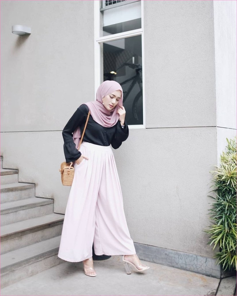 Style baju hijab simple dengan celana kulot