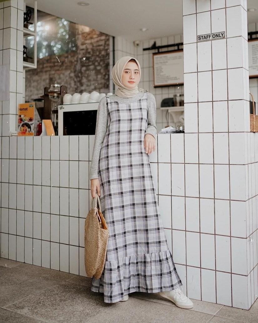 Style baju hijab simple dengan gaya feminin