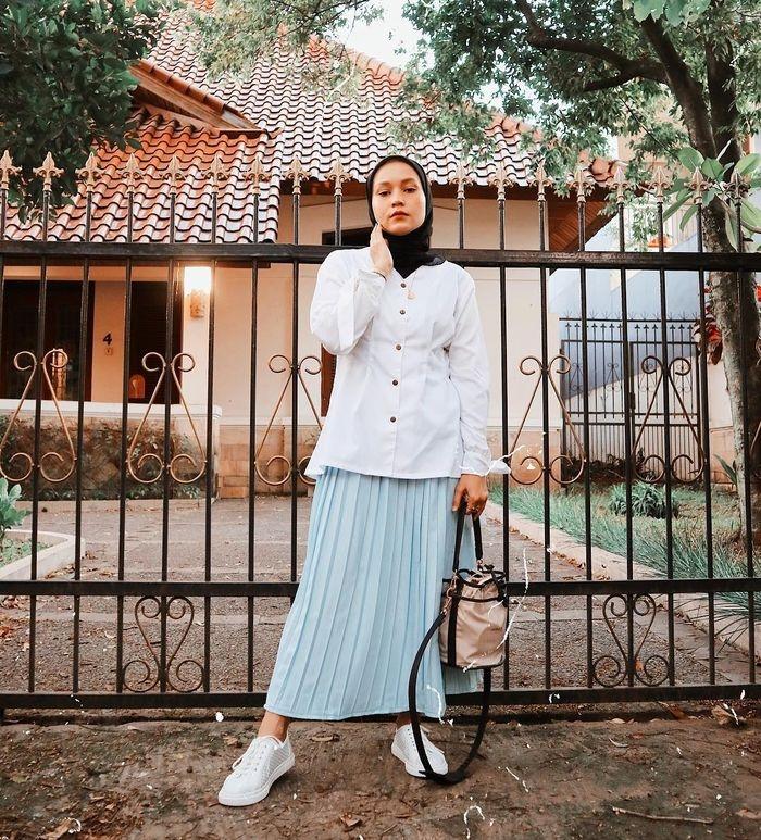 hijabers wajib tiru 4 ootd modis pakai rok plisket nuansa