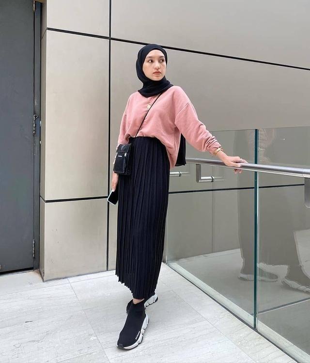 5 inspirasi hijab ootd pakai rok plisket di 2020 gaya