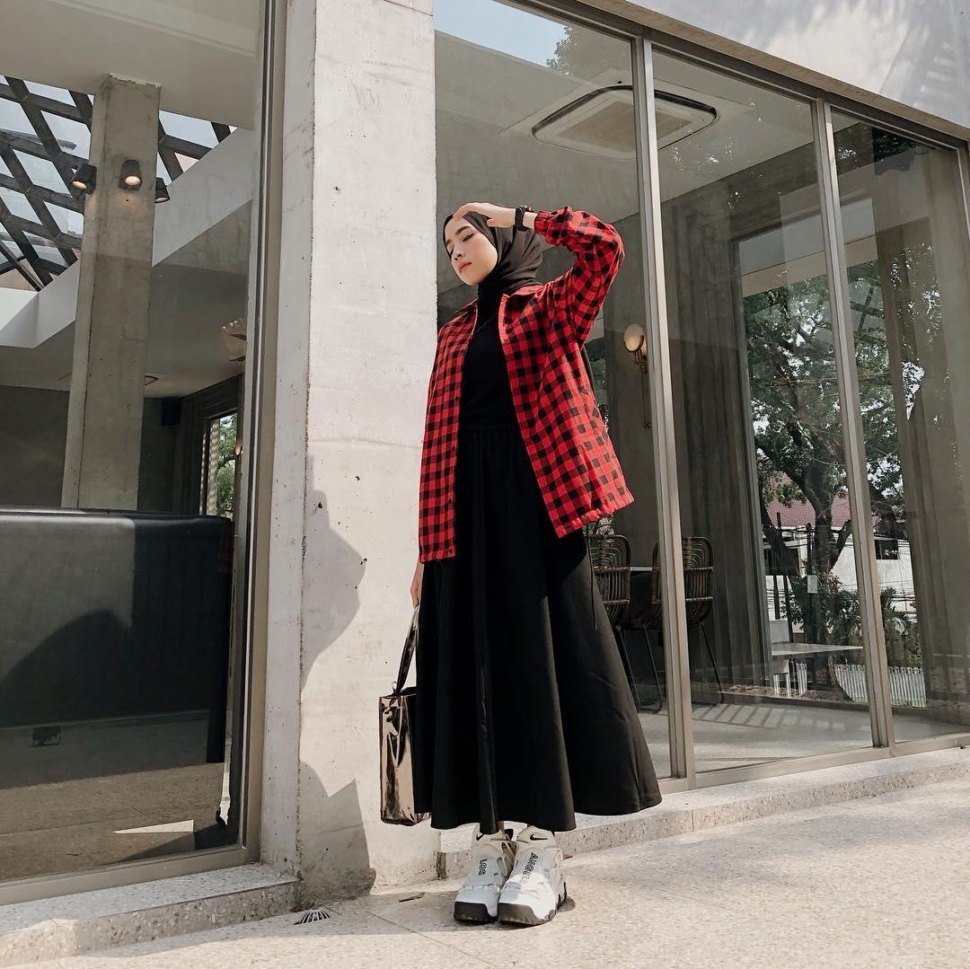 7 inspirasi ootd hijab simpel untuk pergi ke kampus