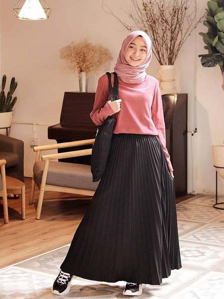 inspirasi ootd rok plisket agar terlihat modis dan 1