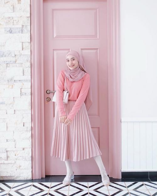 ootd girly nuansa pink ala hijaber rifka ayu yulia marta