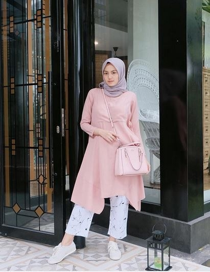 inspirasi ootd dress hijab untuk kuliah agar lebih trendy