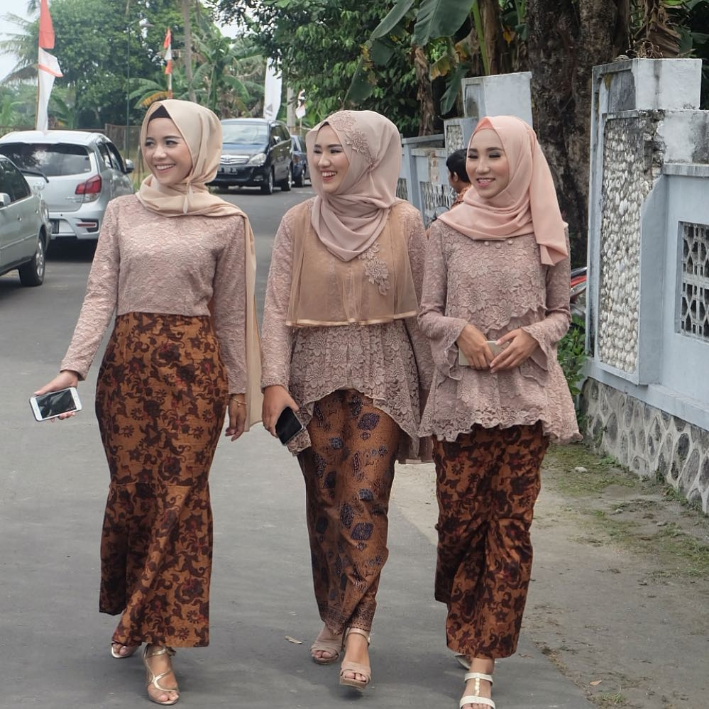 kumpulan gambar inspirasi model kebaya modern indonesia