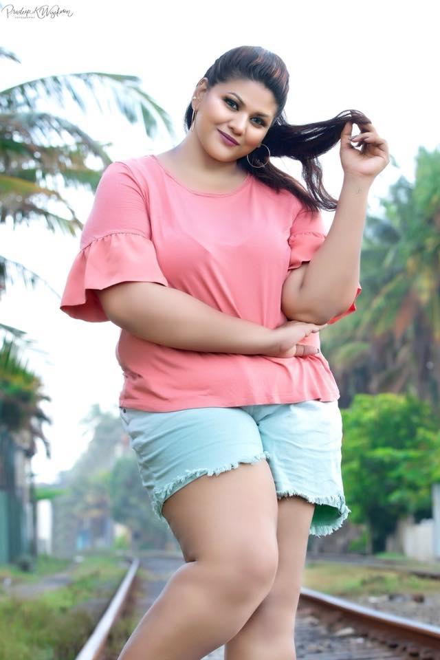 lanka chub girl hot photo shoot cybersrilanka