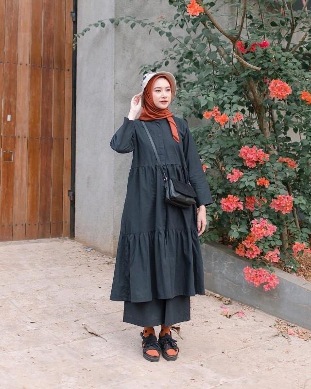 5 inspirasi padu padan celana kulot untuk gaya hijab