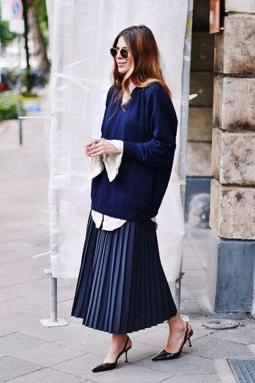 5 warna rok plisket selain hitam yang cocok dipadukan