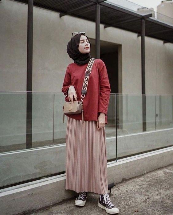 8 potret hijaber yang tampil manis dan sopan pakai rok 1