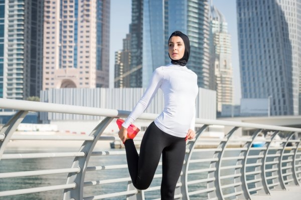 9 rekomendasi celana lari wanita muslim untuk tetap keren