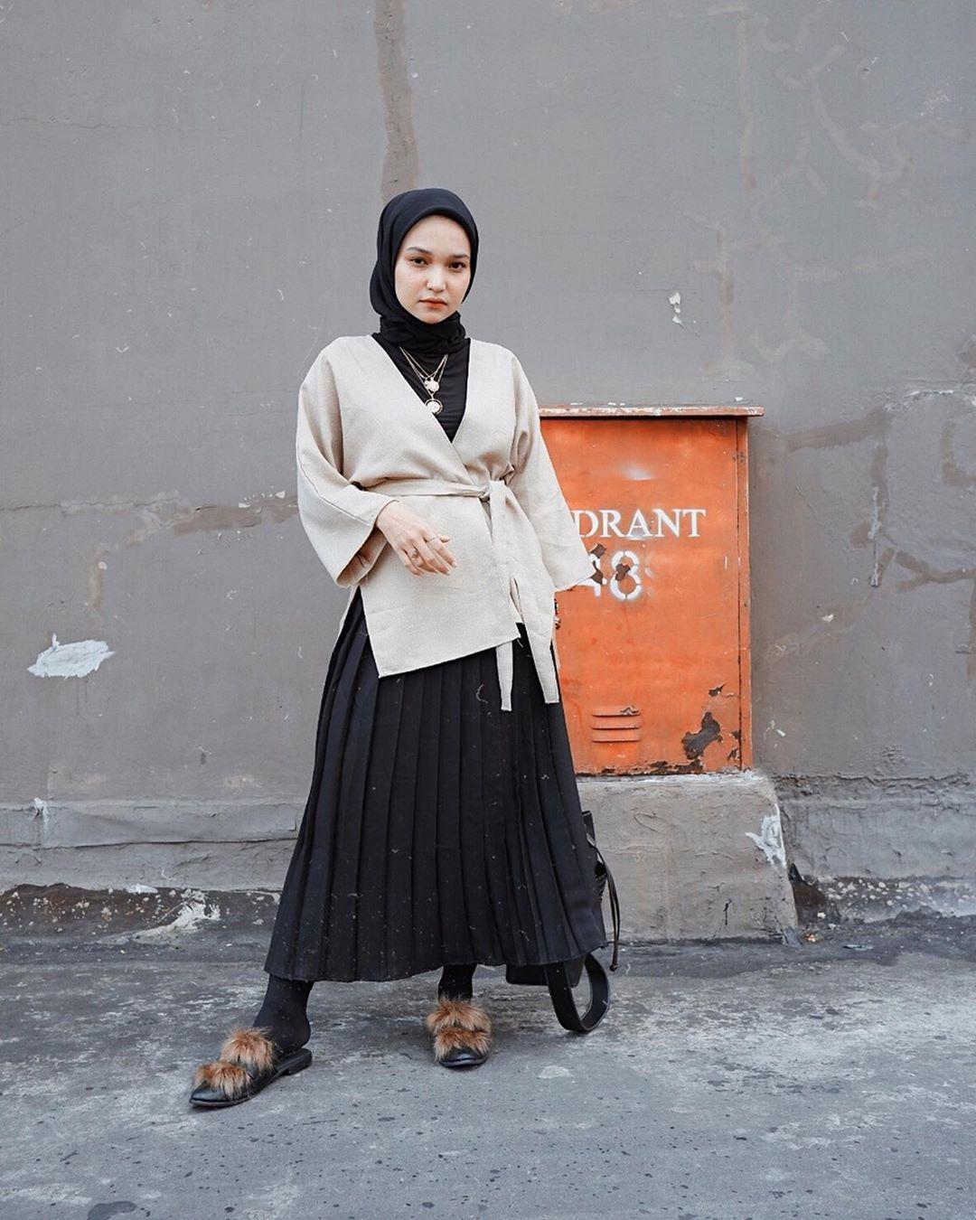 ootd hijab remaja rok plisket
