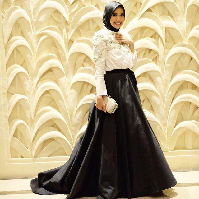 outfit kemeja hitam wanita hijab koleksi rina