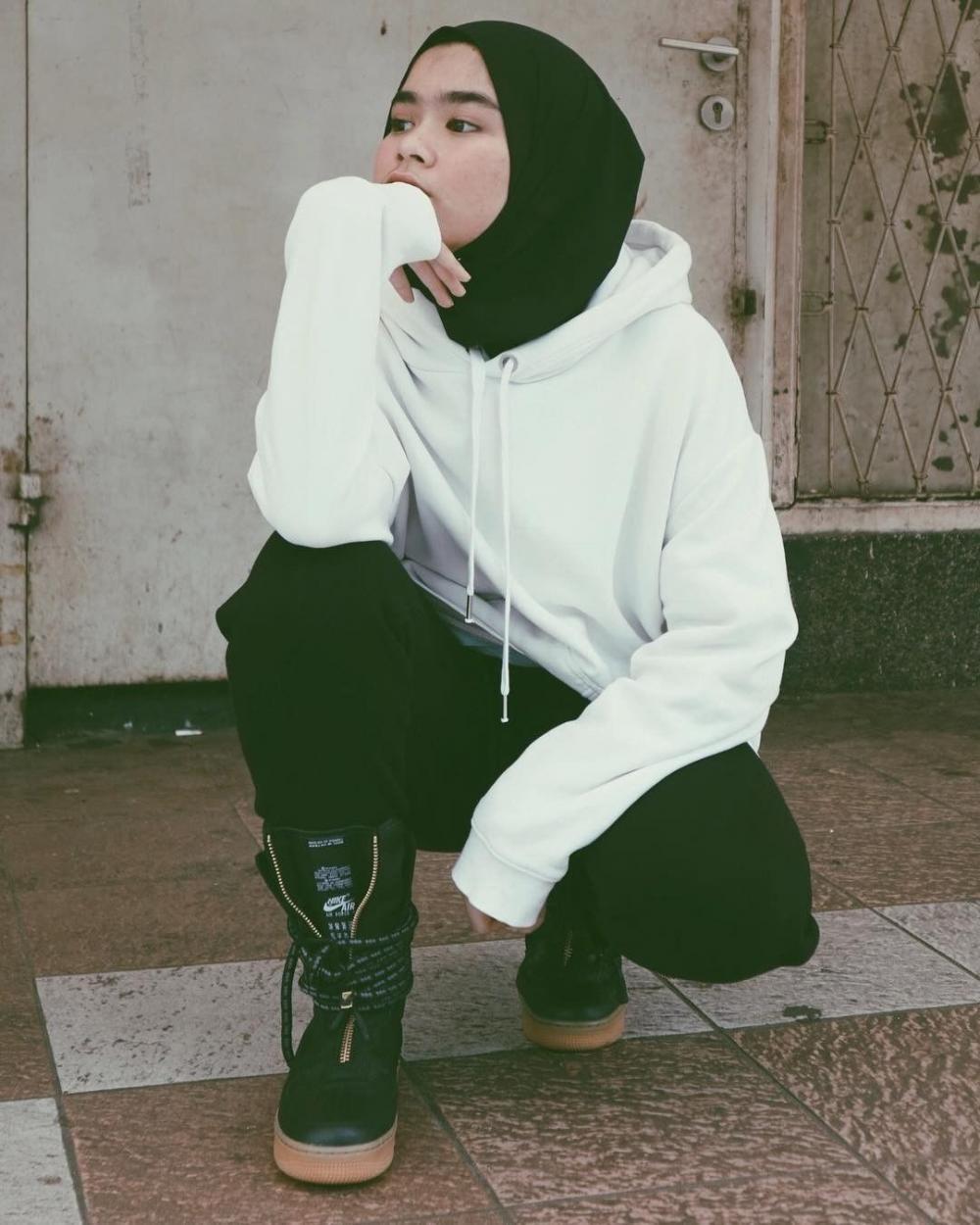 tampil kekinian dengan hoodie simak 5 ide dibawah ini