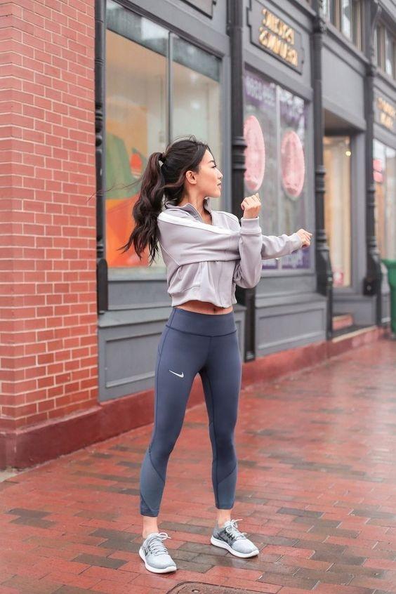 tips memilih outfit olahraga wanita agar terlihat stylish