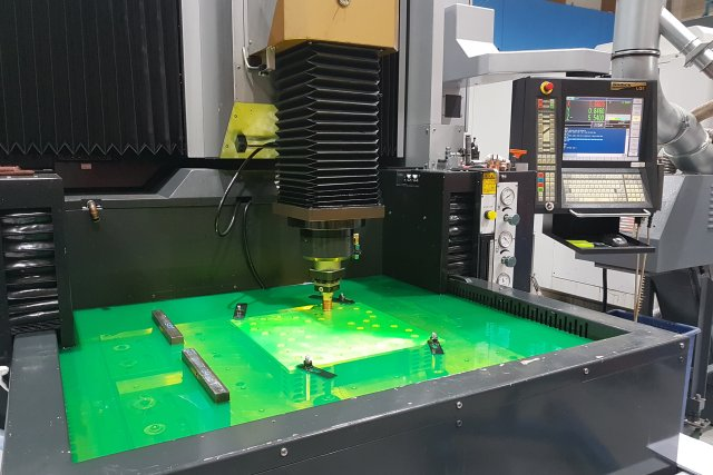 Spark Erodering - Multi-cavity mould tool
