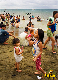 Beach revelers during Easter Sunday in Talisay City, Cebu