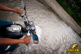 Riding into the river needs an experienced driver who knows the terrain well.
