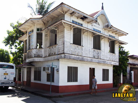 One of the beautiful houses in the area that fascinated me, located near the church