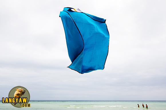 Yeah! Baby! Lagu beach towel really flies!