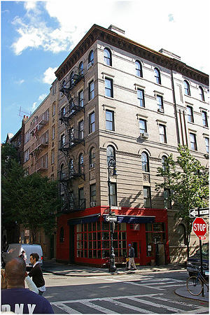 Friends Apartment, New York http://farm3.staticflickr.com/2125/1859741914_cf4f0c1c71_z.jpg