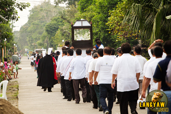 Women and men are separated during the procession. Here, the men follow the Santo Intierro
