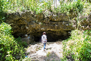 Entrance to the Combento Cave Pool