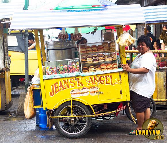 Ambulant vendor in Ozamiz City selling 'burgers'